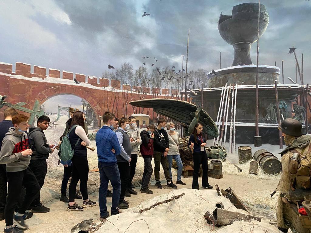 Ржевские школьники посетили экспозицию «Подвиг народа»