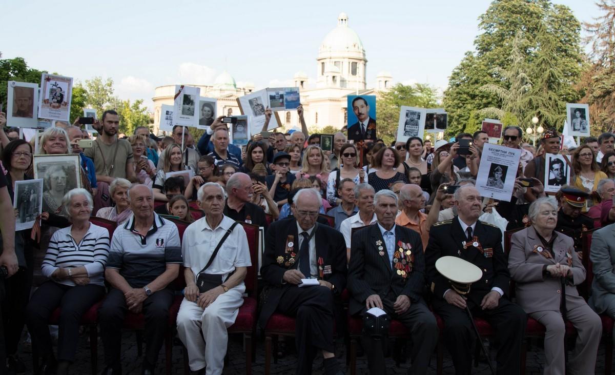 Бессмертный полк в третий раз прошел в Белграде