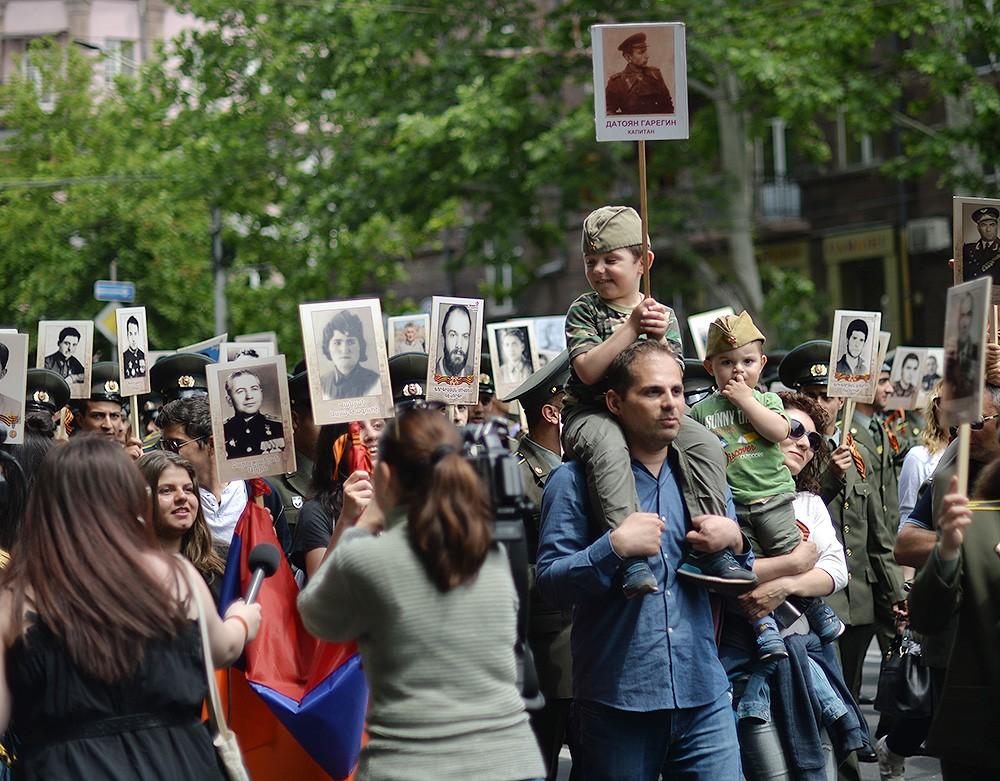 Бессмертный полк в Ереване (Армения), 9 мая 2018 года