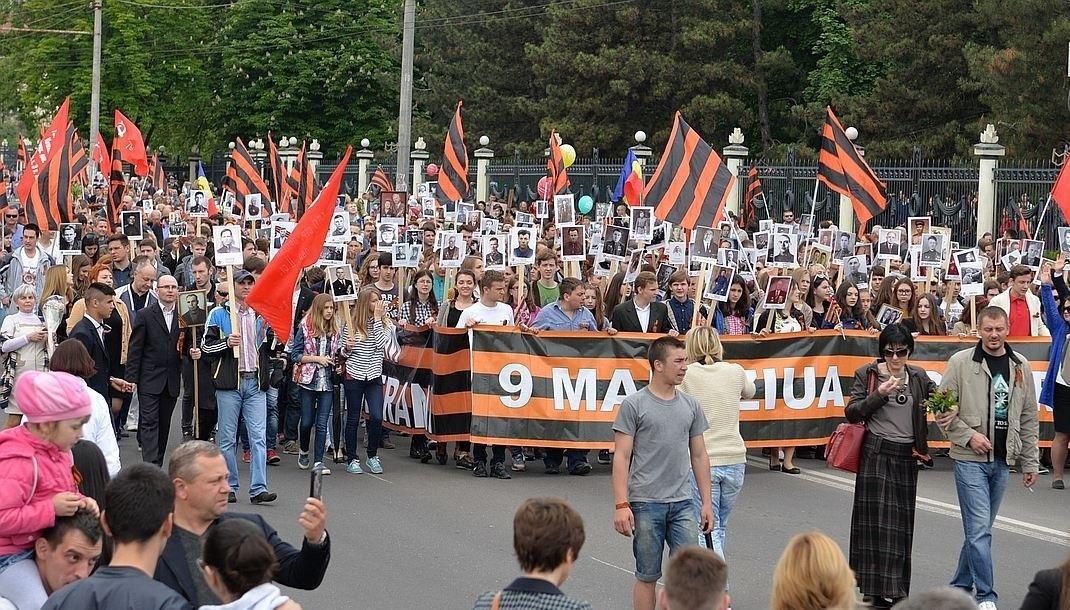 Бессмертный полк в Кишиневе (Молдавия), 9 мая 2016 год