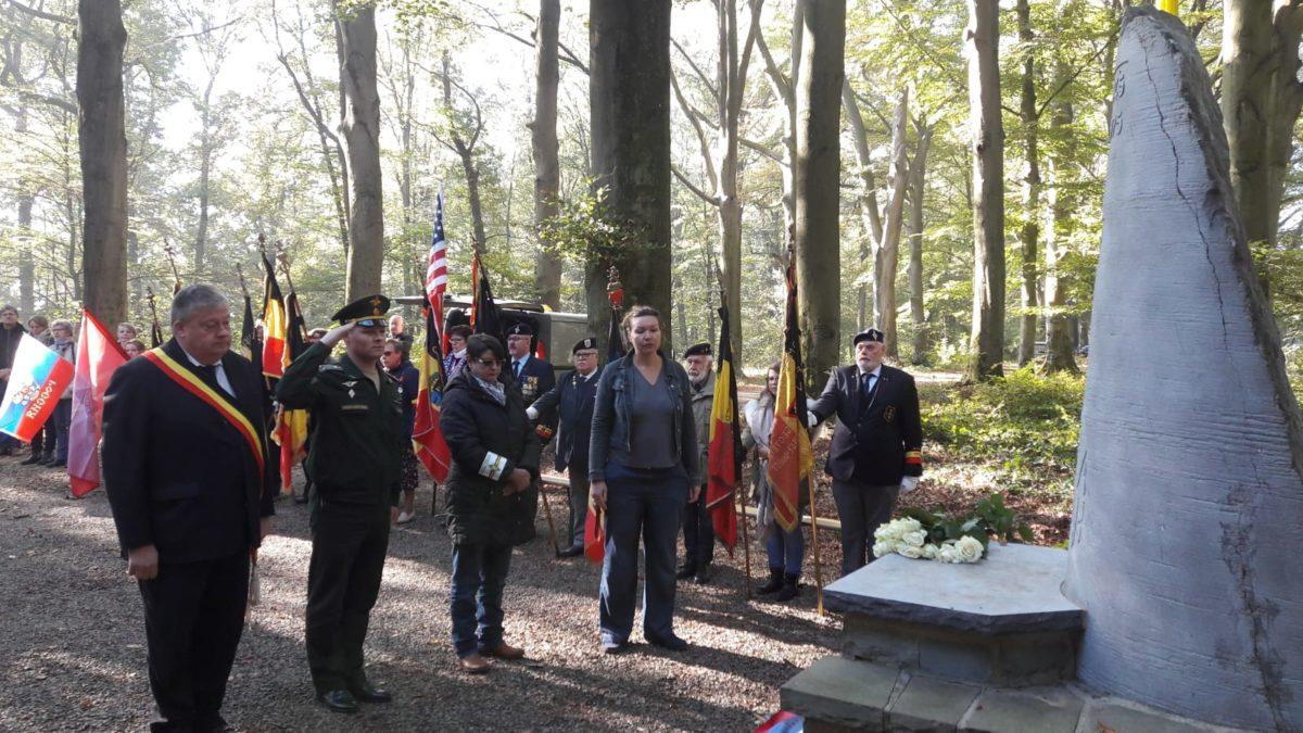 церемония возложения цветов к памятникам участников Второй Мировой Войны