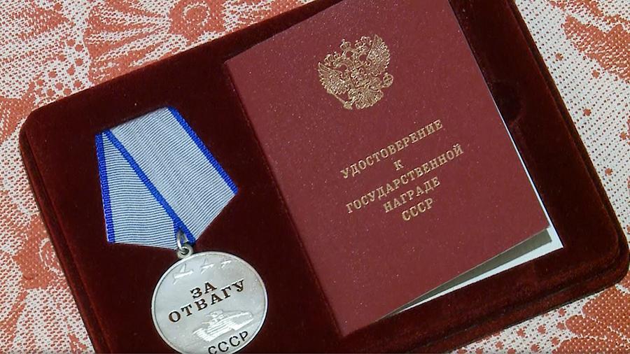 Командующий войсками ЦВО вручил медаль «За отвагу» 94-летнему ветерану