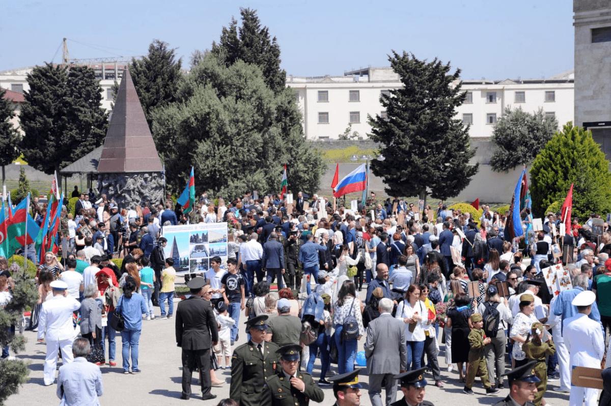 """В Баку около 1 тыс. человек приняли участие в акции """"Бессмертный полк"""""""
