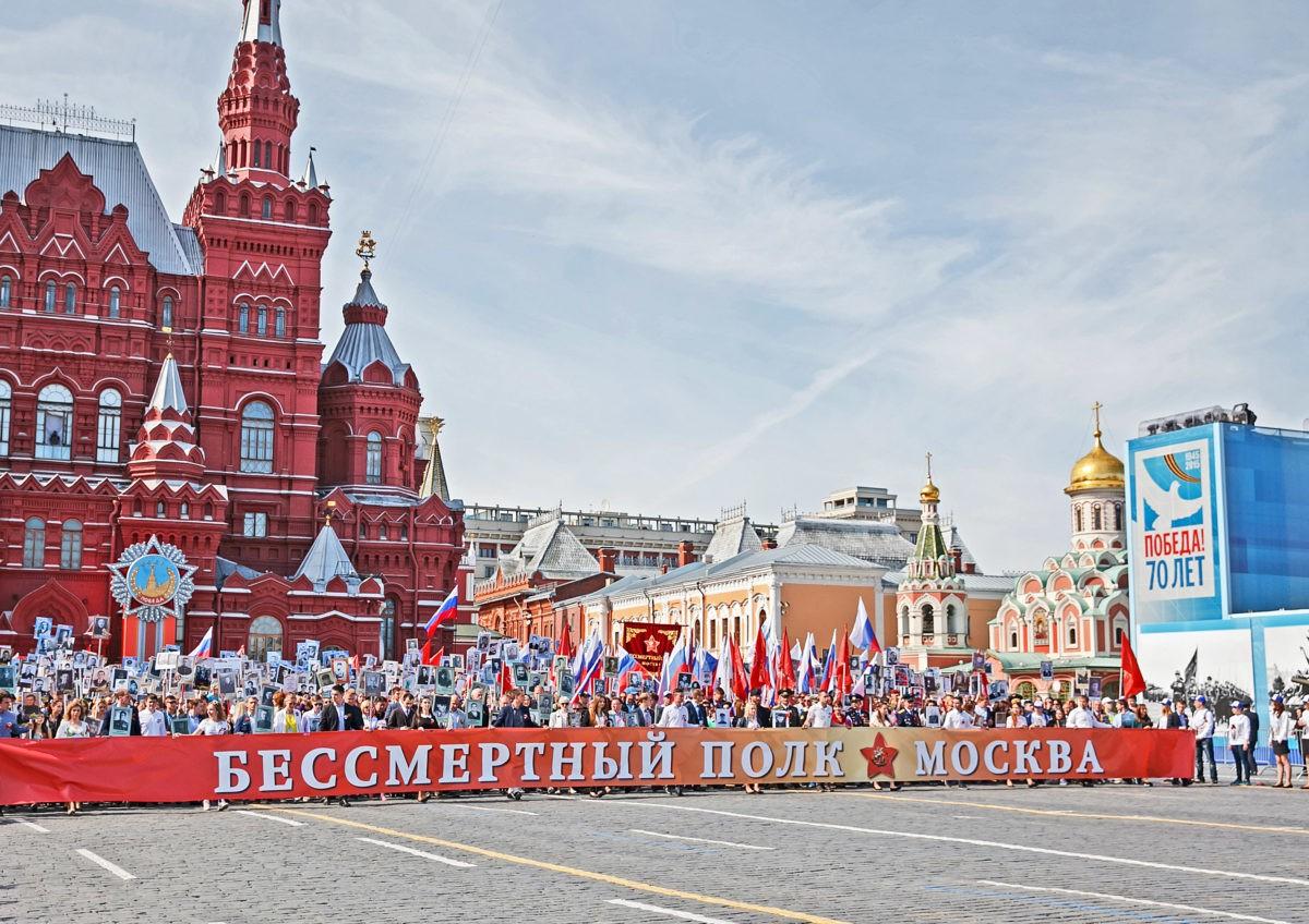 Владимир Путин разрешил пройти Бессмертному полку по Красной площади!