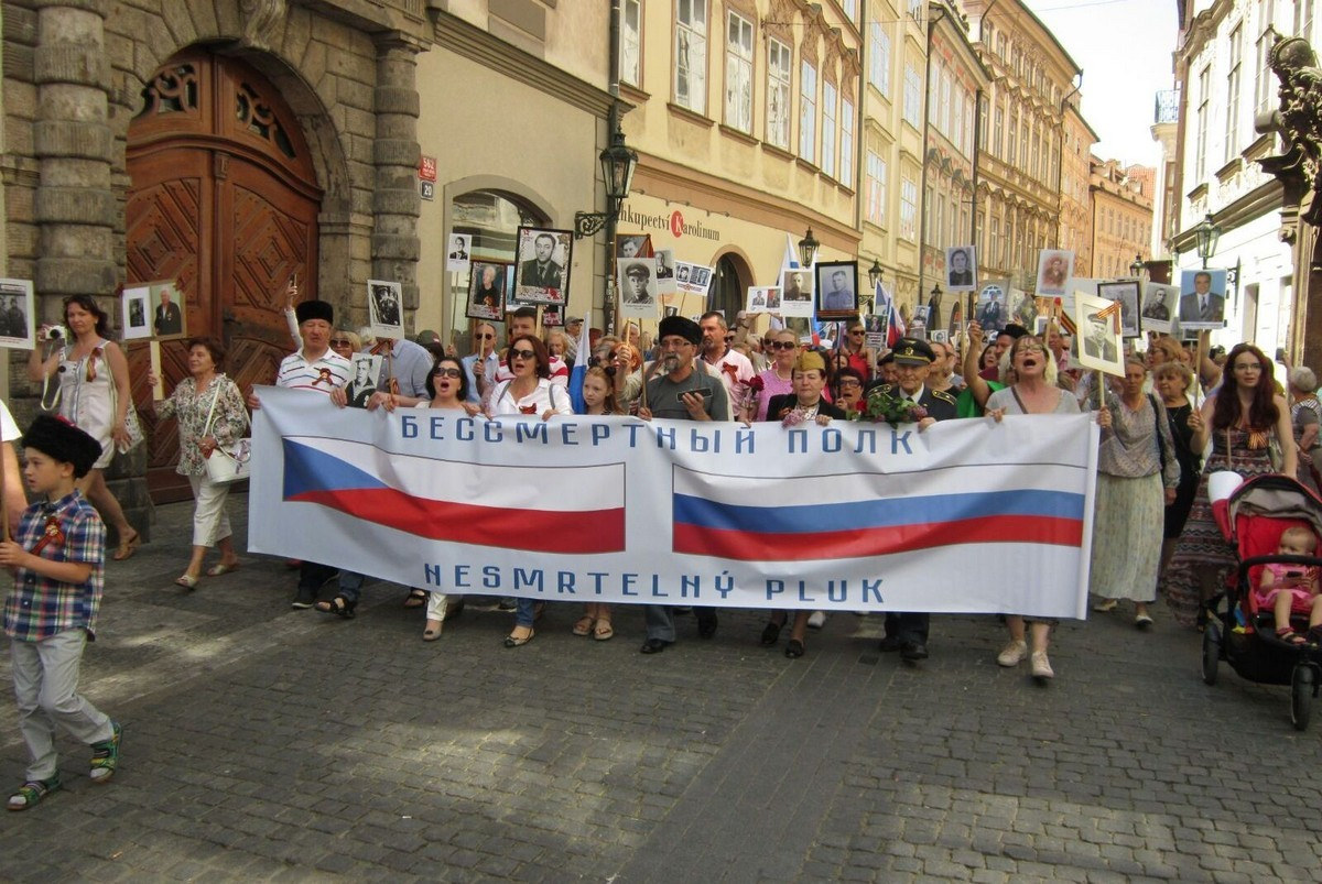 Бессмертный полк в третий раз прошел в Праге