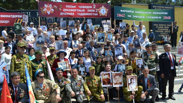 Бессмертный полк в Душанбе (Таджикистан), 2017 год