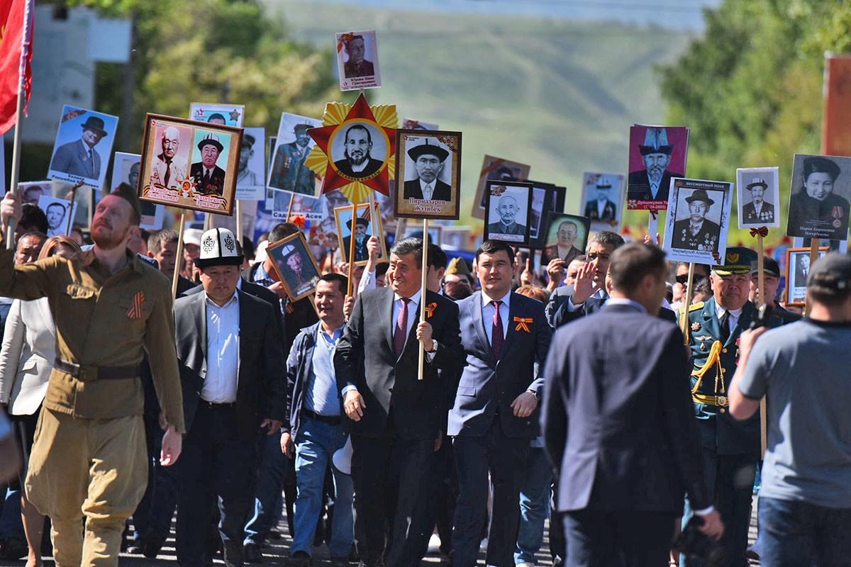Бессмертный полк в Бишкеке (Киргизия), 9 мая 2018 года