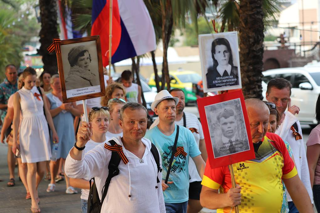 """Порядка 800 человек приняли участие в акции """"Бессмертный полк"""" в курортной Паттайе"""