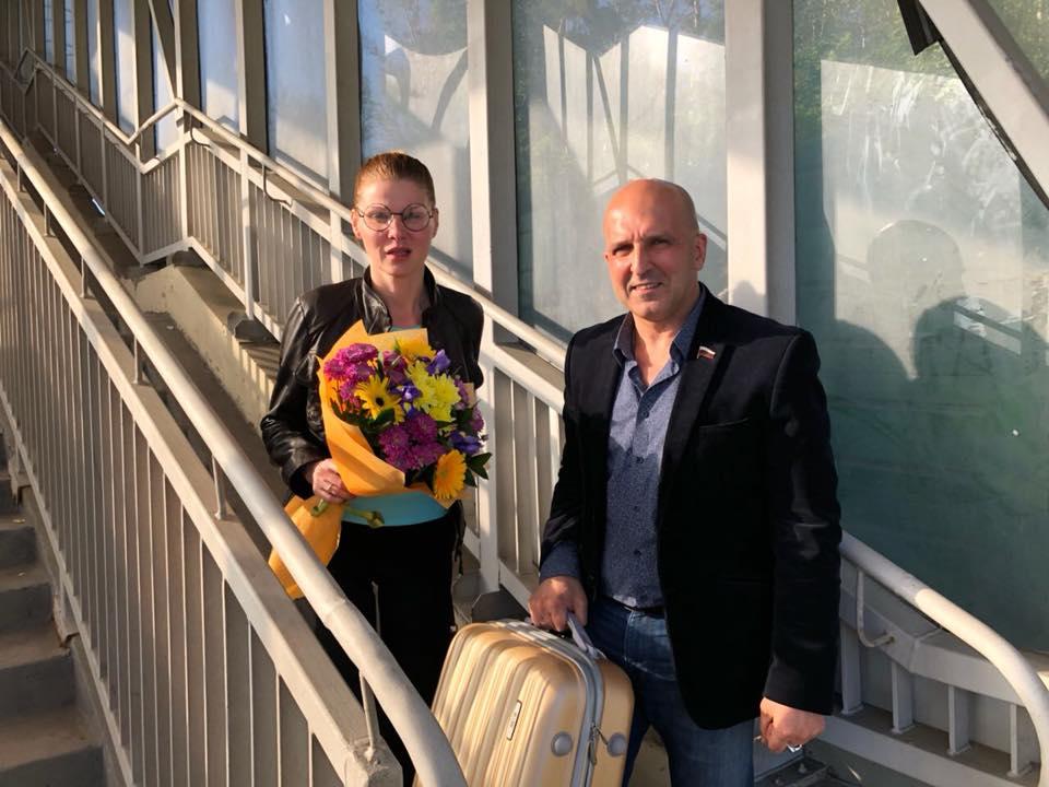 Анной Захарян (Смирнова) и Николай Земцов в аэропорту Внуково