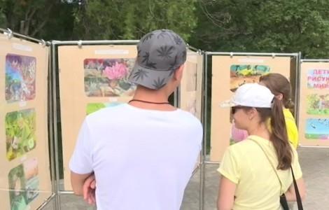Детские рисунки облетели вокруг орбиты и приехали в Севастополь