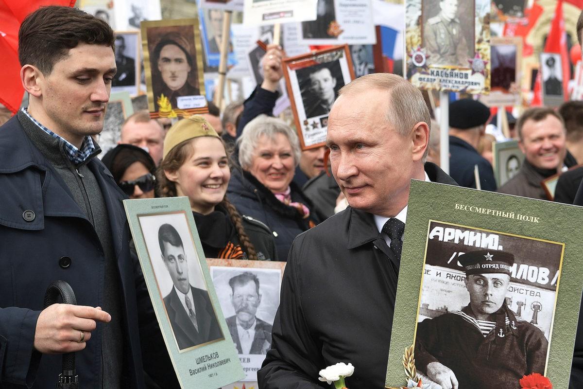 Владимир Путин принял участие в шествии Бессмертного полка в третий раз