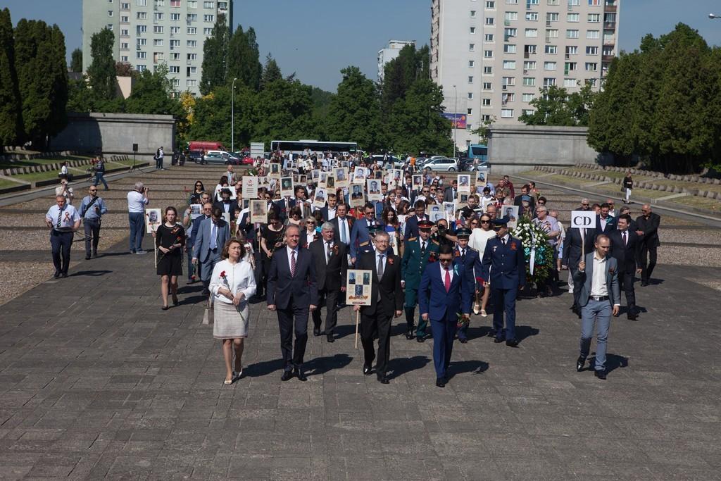 Бессмертный полк в Варшаве (Польша), 9 мая 2018 года