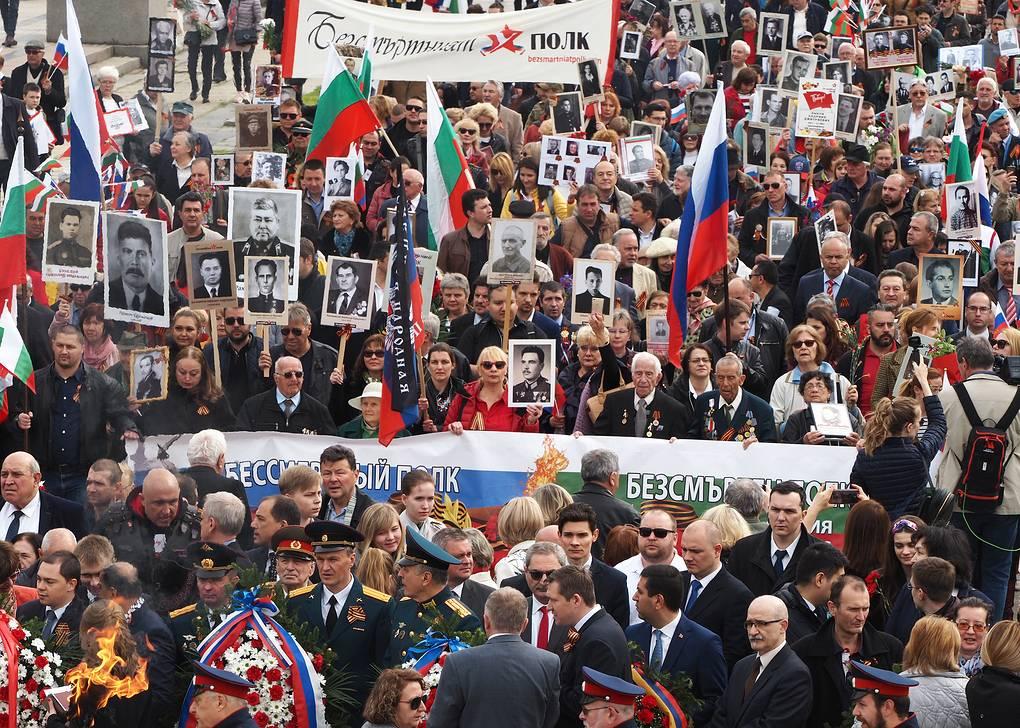 """Более тысячи человек приняли участие в акции """"Бессмертный полк"""" в Софии"""