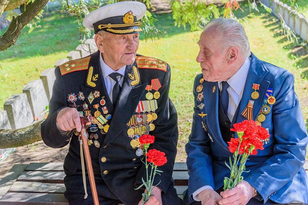 Бессмертный полк в Таллине (Эстония), 9 мая 2018 года