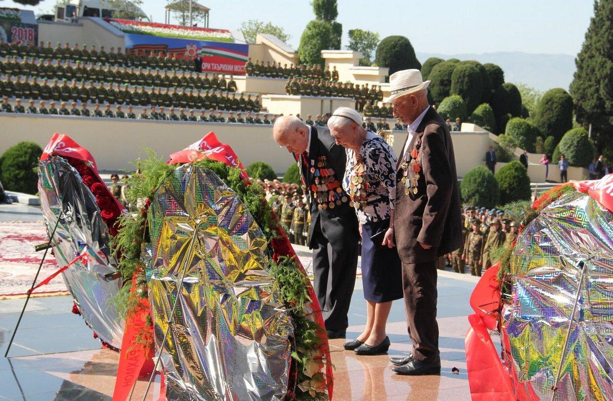 Бессмертный полк в Душанбе (Таджикистан), 9 мая 2018 года