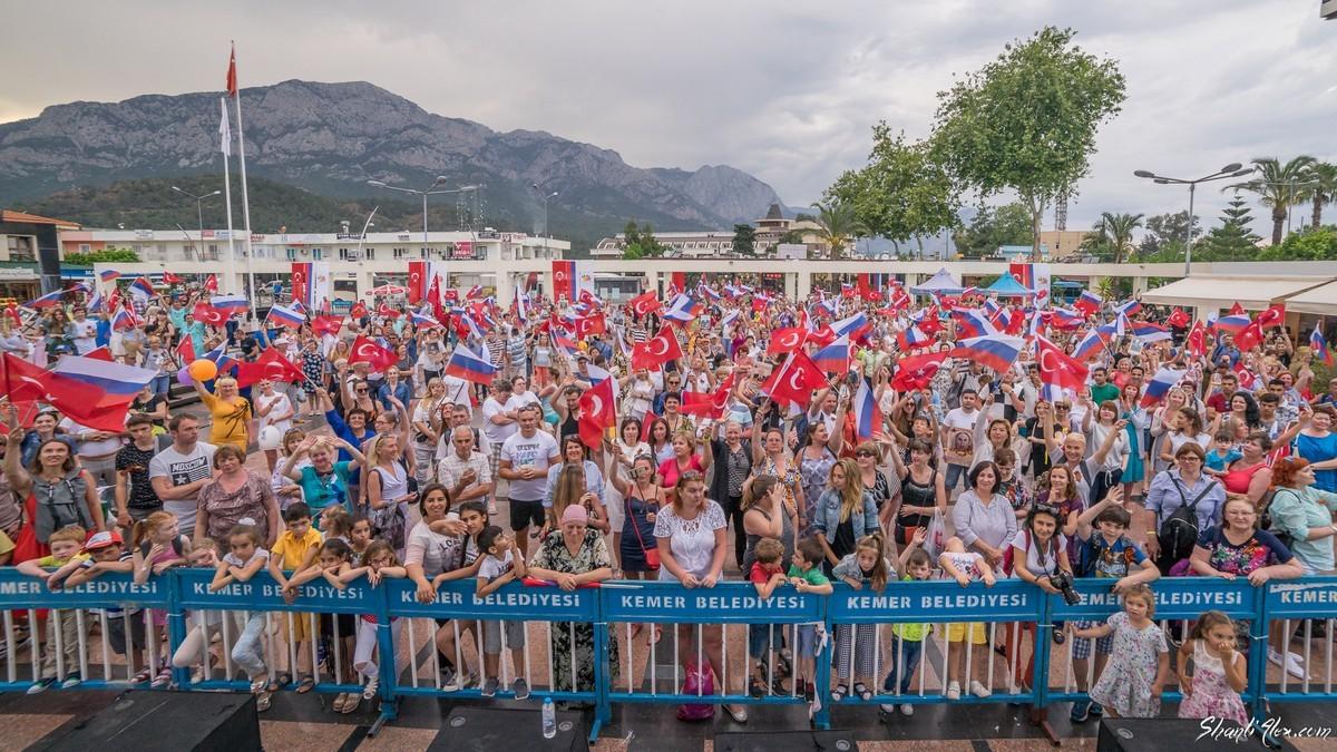Бессмертный полк в Кемере (Турция), 9 мая 2018 года
